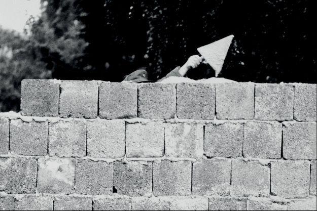 Edification du mur de Berlin, 13 août 1961.