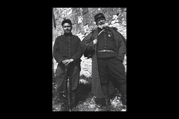 Robert et Victor, près du Chemin des Dames, en 1916. Ci-dessous, une lettre de Victor à Kikite.