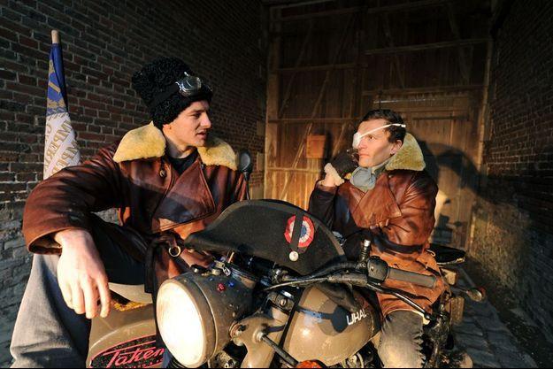 Cédric Gras et Sylvain Tesson sur leur Side-Car Ural de fabrication soviétique.