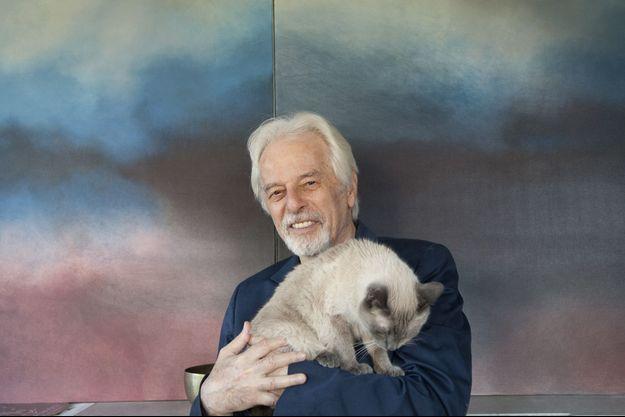 Alexandro Jodorowsky et son chat, chez lui.
