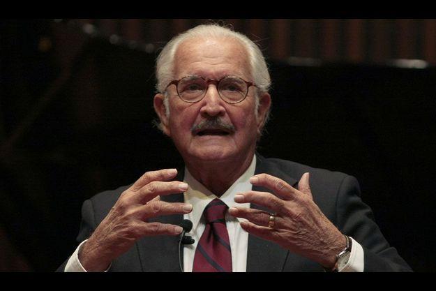 Carlos Fuentes en 2008, s'exprime lors d'une conférence à la National Autonomous University of Mexico (UNAM), au Mexique.