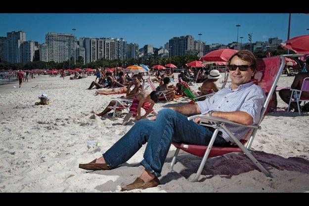 Cesare Battisti, sur la plage de Flamengo à Rio.