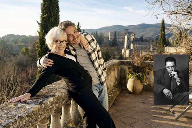 Cathrine et son fils, Antoine, dans la maison de Lourmarin, dans le Vaucluse, où Camus a passé le dernier Noël avec ses enfants. Il les a déposés au train puis, le 4 janvier 1960, il a pris la roûte où il allait se tuer.