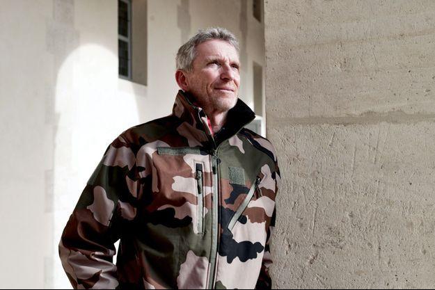 """Denis Brogniart publie son premier roman, """"Un soldat presqu'exemplaire""""."""