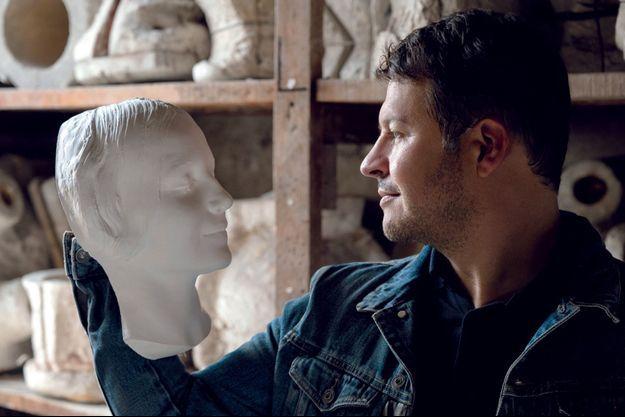 Guillaume Musso dans l'atelier Lorenzi à Arcueil.