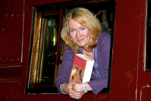 "JK Rowling lors de la promotion de ""Harry Potter and Goblet of Fire"", ""Harry Potter et la coupe de feu"" à Londres en 2000."