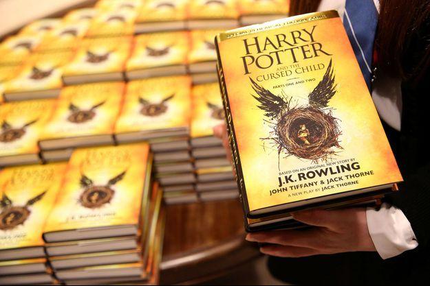 """Une copie anglaise d''Harry Potter et l'enfant maudit""""."""