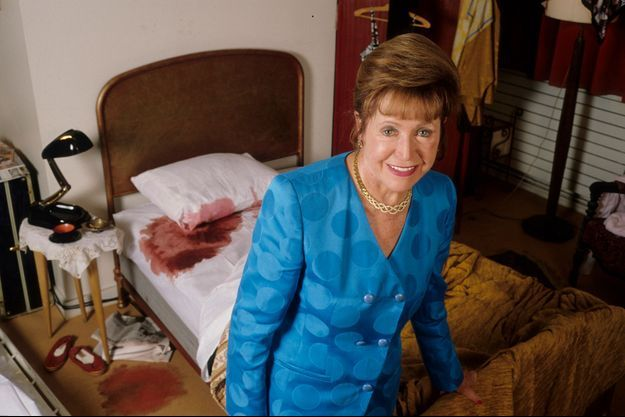 Mary Higgins Clark sur une fausse scène de crime.