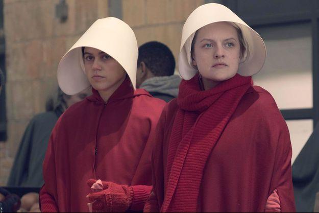 """Elisabeth Moss dans la série """"La Servante écarlate""""."""