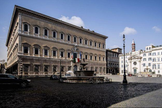 Le palais Farnèse à Rome, la plus grandiose de nos ambassades