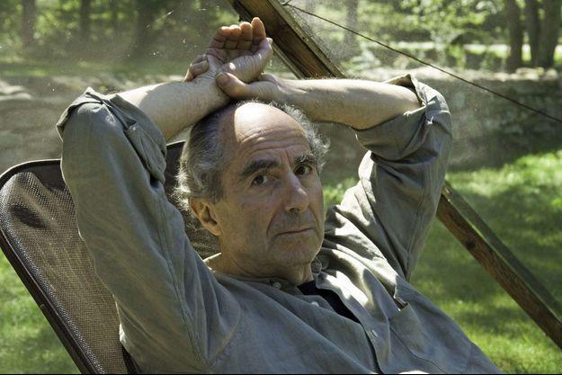 Philip Roth en 2005, dans sa maison du Connecticut.