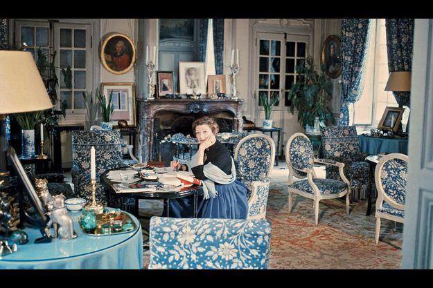 A Verrières, dans le fameux salon bleu où recevait « Madame de... ».