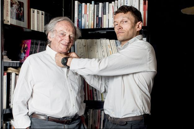 Le père, le fils, un même esprit, dans le bureau de Philippe Tesson, en juin 2017. Sylvain conçoit alors la série d'émissions « Un été avec Homère » pour France Inter.