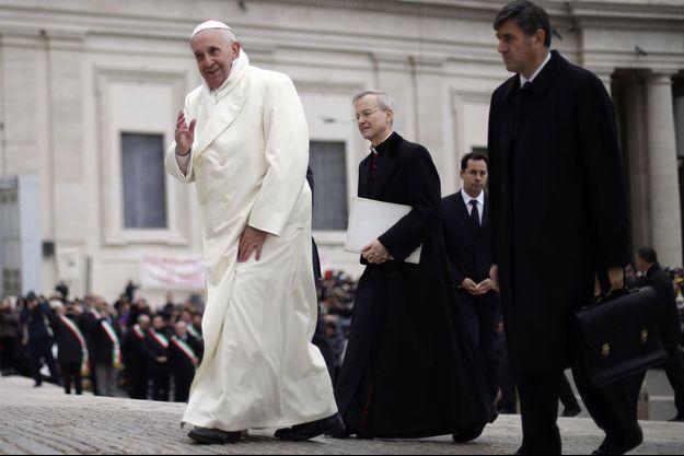 Le Pape François, vendredi place Saint Pierre.