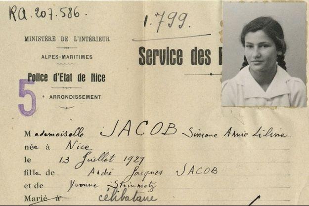 """Le document de 1942 où Simone Veil a été identifiée comme """"israélite"""" par la police française."""