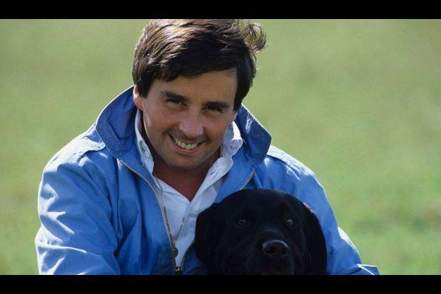 Thierry Le Luron, en septembre 1983, avec son labrador noir immortalisé dans un célèbre sketch.