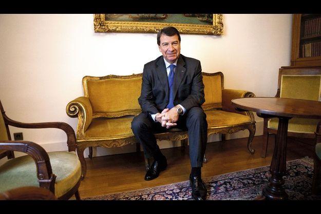 L'ancien ministre ausculte la vie politique de loin et se dit ravi de ses nouvelles fonctions.