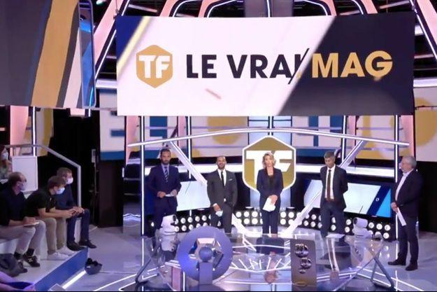"""L'équipe du """"Vrai Mag"""" sur la chaîne Téléfoot."""