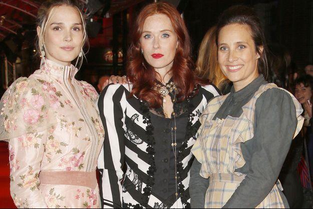 """Camille Lou, Audrey Fleurot et Julie de Bona, actrices de la série """"Le Bazar de la charité"""", au Festival Séries Mania, à Lille."""