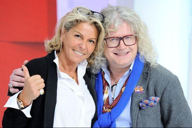 """Caroline Margeridon et Pierre-Jean Chalençon sur le plateau de """"Vivement dimanche"""" en mars dernier."""