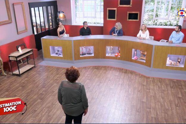 """Odile face aux acheteurs d'""""Affaire conclue"""" mardi."""