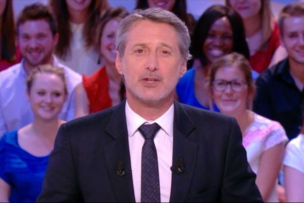 """Antoine de Caunes s'est exprimé sur les réseaux sociaux vis-à-vis de la fin du """"Grand Journal"""""""