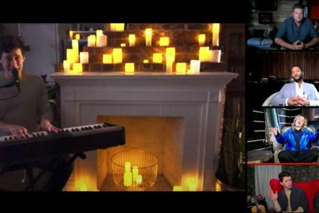 """Le candidat de """"The Voice"""" Micah Iverson interprète une chanson d'Elton John confiné chez lui."""
