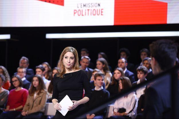 """Léa Salamé sur le plateau de """"L'Emission politique""""."""