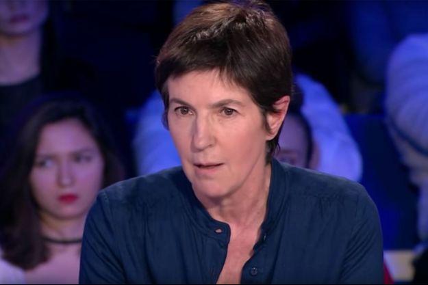 """Christine Angot sur le plateau de """"On n'est pas couché""""."""