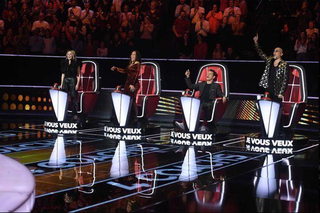 """Lara Fabien, Amel Bent, Marc Lavoine et Pascal Obispo sur le plateau de """"The Voice""""."""