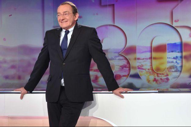 Jean-Pierre Pernaut sur le plateau du JT de 13 heures.