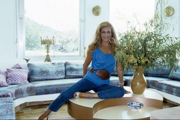 1982. Dalida en vacances dans sa villa de Porto Vecchio, en Corse.