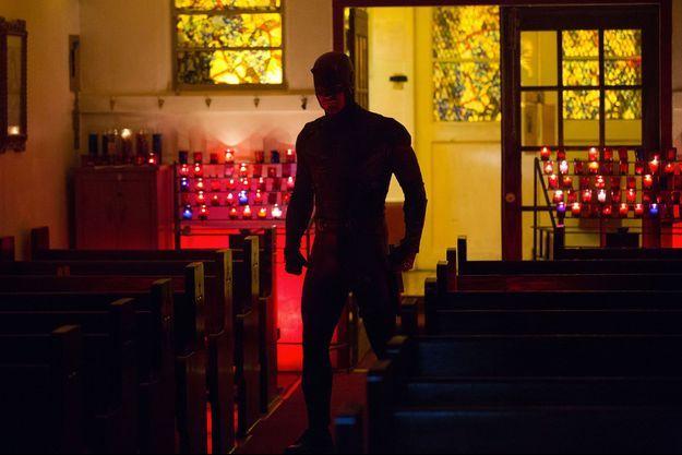 Charlie Cox incarne Daredevil.