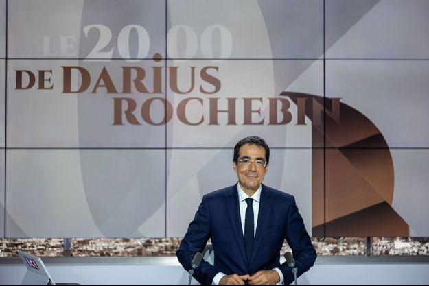 Darius Rochebin, ici sur la plateau de LCI en août 2020.