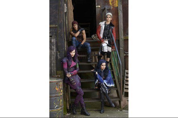 """Dove Cameron, Sofia Carson, Booboo Stewart et Cameron Boyce, les héros de """"Descendants""""."""
