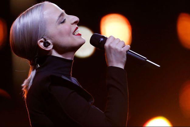 Emilie Satt de Madame Monsieur lors de la finale de l'Eurovision samedi.