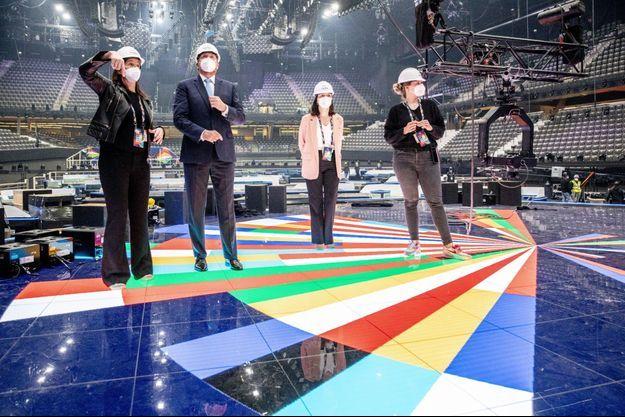 Le roi des Pays-Bas, Willem-Alexander, inspecte l'avancement des préparatifs du décor de l'Eurovision au sein du stade Ahoy, à Rotterdam, le 24 avril dernier.