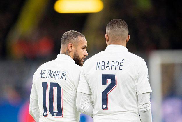 Mbappé et Neymar pendant un match de Ligue des Champions.