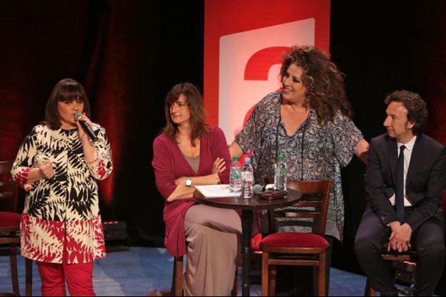 Lisa Angell, Nathalie André, Marianne James et Stéphane Bern lors de la conférence de presse de l'Eurovision, le lundi 20 avril au théâtre de la Madeleine.