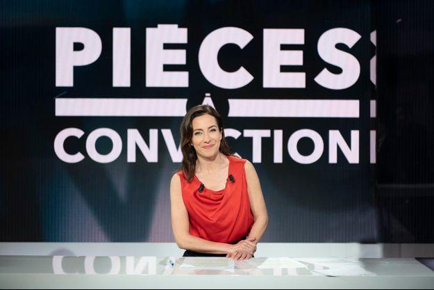 """La présentatrice de """"Pièces à conviction"""" Virna Sacchi."""