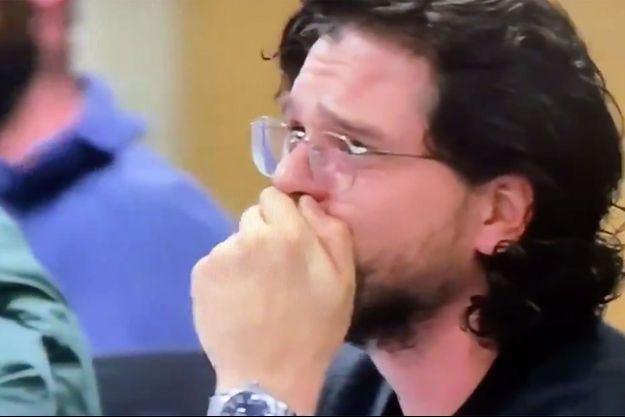 """Kit Harington lors de la lecture du script du dernier épisode de """"Game of Thrones""""."""
