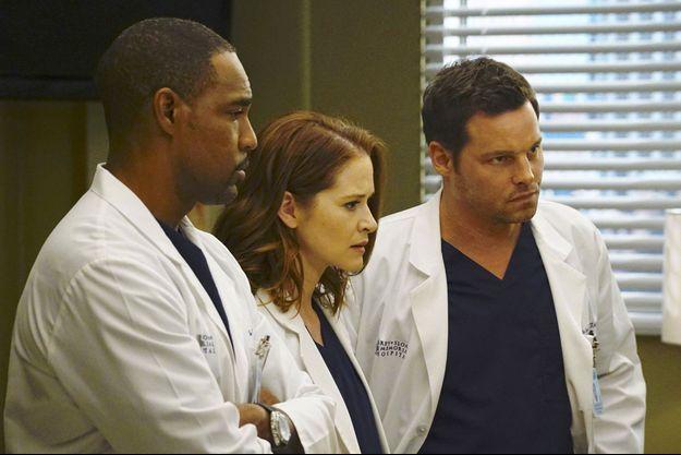 "Jason George, Sarah Drew et Justin Chambers dans ""Grey's Anatomy""."