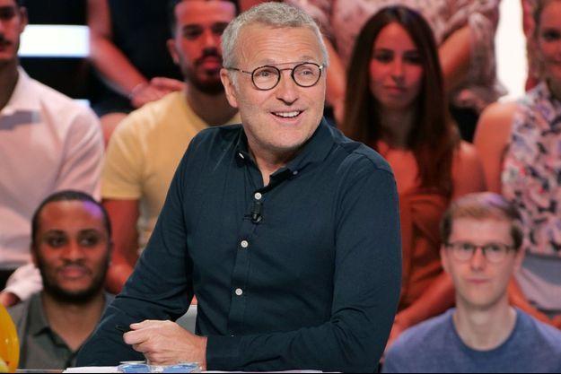 """Laurent Ruquier sur le plateau des """"Enfants de la télé""""."""