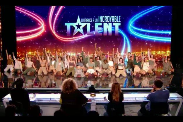 """La Lemonade Dance Company sur le plateau de """"La France a un incroyable talent""""."""