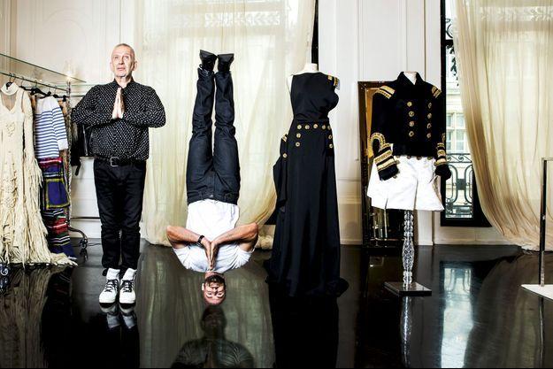 Dans les salons haute couture Jean Paul Gaultier à Paris (IIIe).