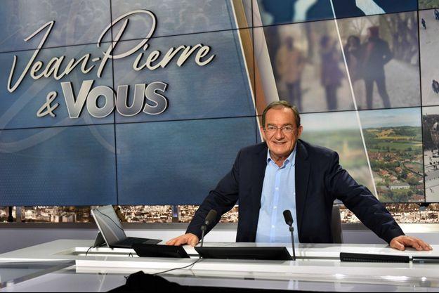 """Jean-Pierre Pernaut sur le plateau de sa nouvelle émission """"Jean-Pierre & vous""""."""