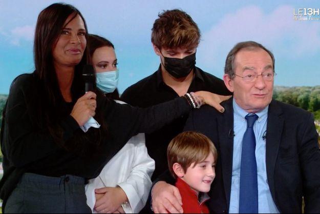 Jean-Pierre Pernaut entouré de son épouse, deux de ses enfants et son petit-fils.