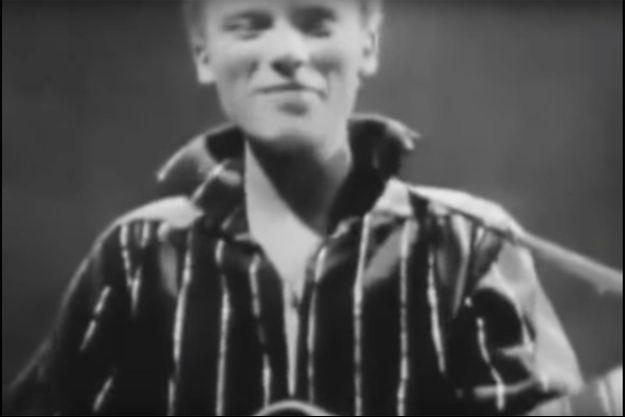 "Johnny Hallyday dans L'""Ecole des vedettes"" en 1960."