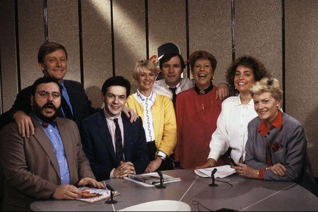En France, à Paris, sur le plateau de gauche à droite, Jean-Daniel Flaysakier, Roger Zabel, Marc Autheman, Sophie Davant, Guest, Christiane Collange, Guest et Catherine Ceylac le 7 janvier 1988.