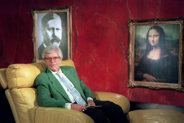 Henry Chapier sur son divan, en février 1993.